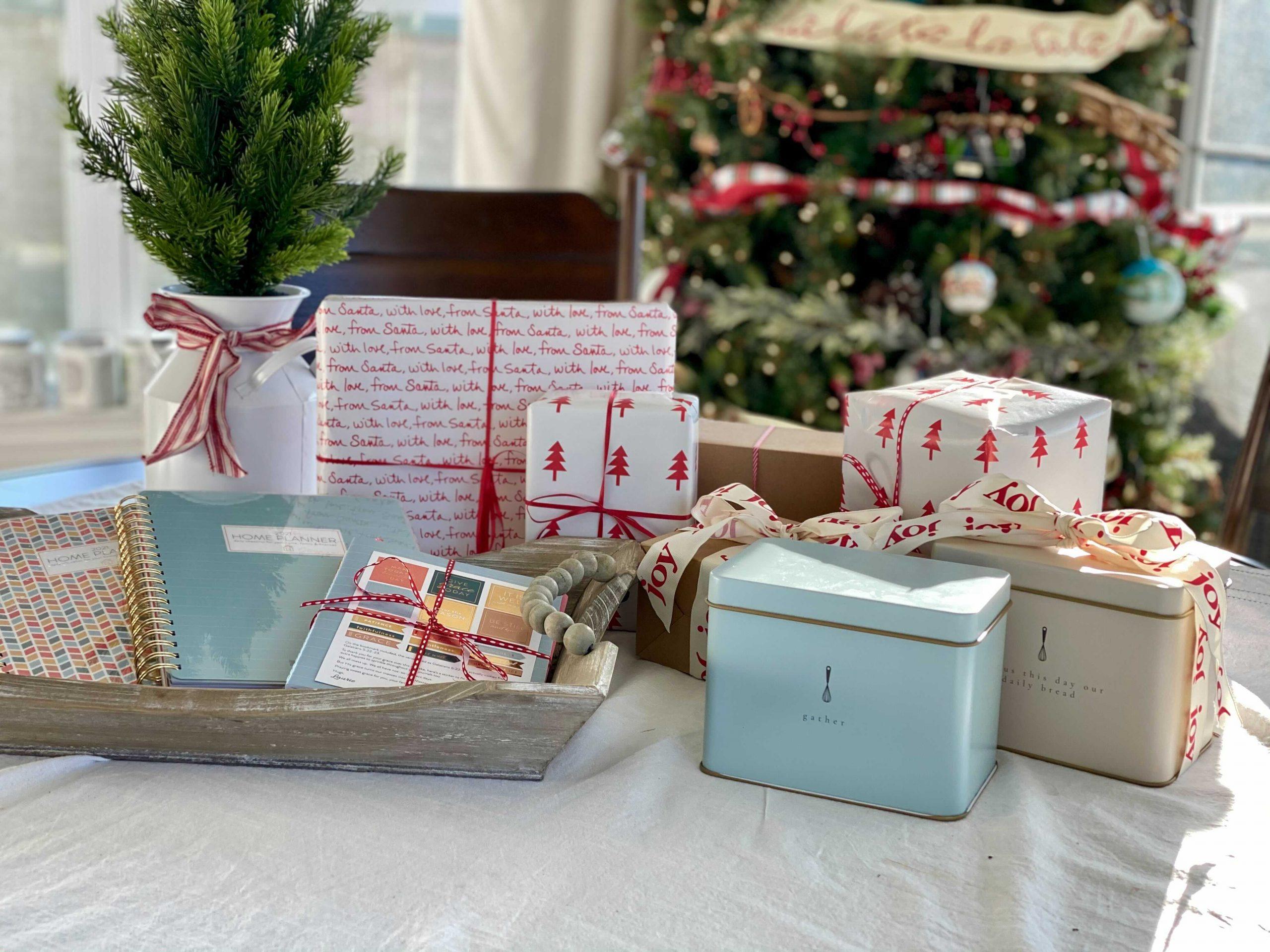 Christmas Gift Ideas: Weekly Planner & Homemaking Goodies